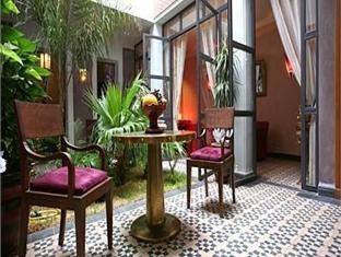 Dar Sholmes Riad situado junto a los principales atractivos turísticos de Marrakech. Riad cuidado y bien decorado.